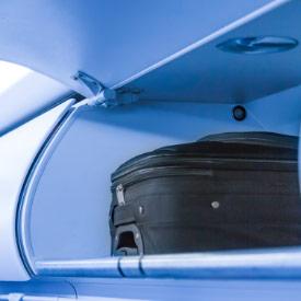 Equipaje en el maletero del avión