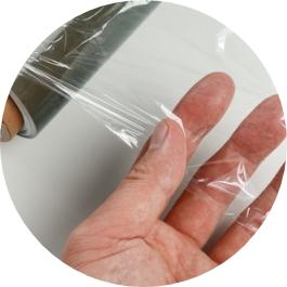 Embolica el paquet exteriorment, així evitaràs que caiguin les teves etiquetes