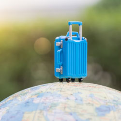 Maleta de viaje sobre el mundo