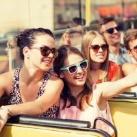 Grup de noies fent-se fotos